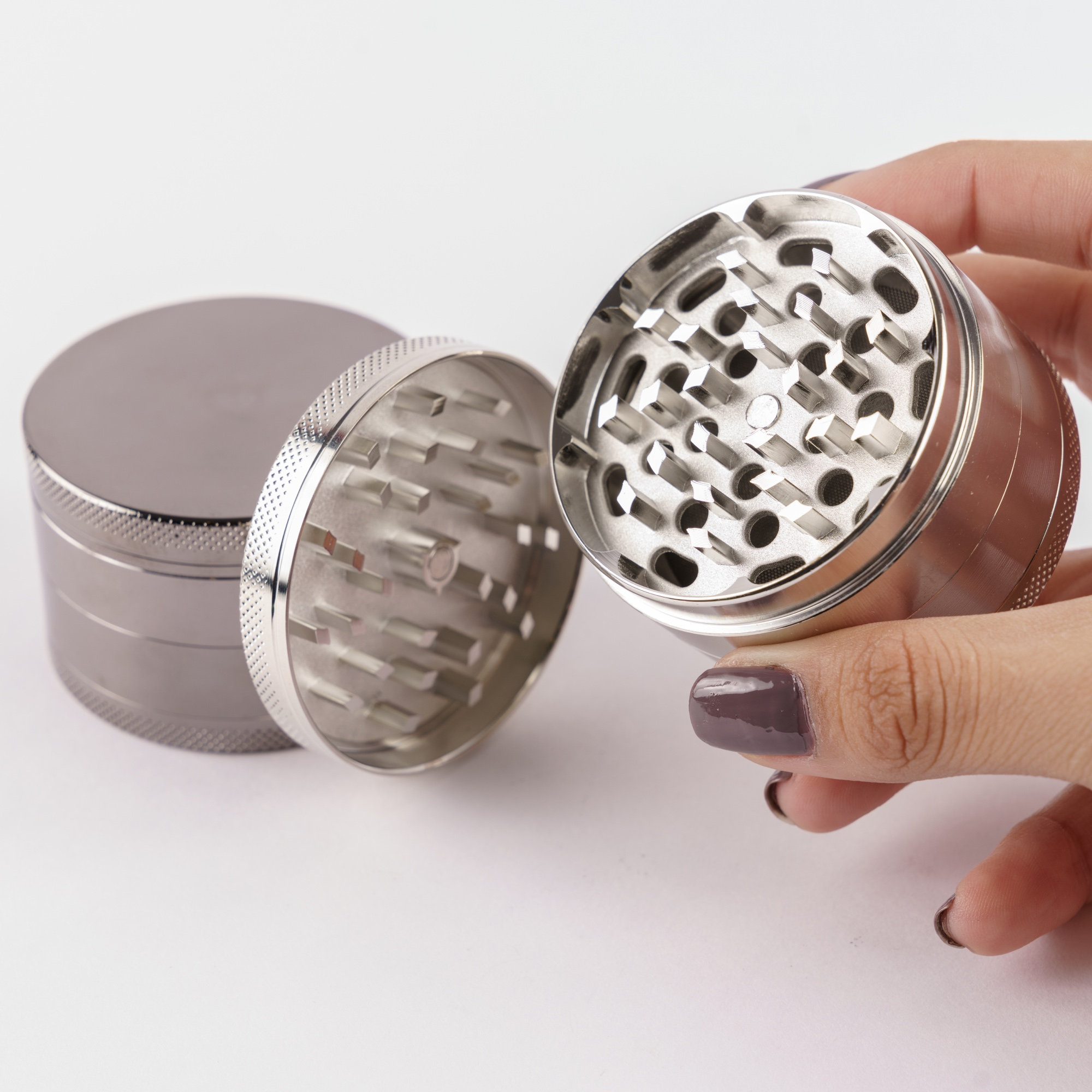 Get a high quality 4 chambered grinder with this premium smoking bundle.